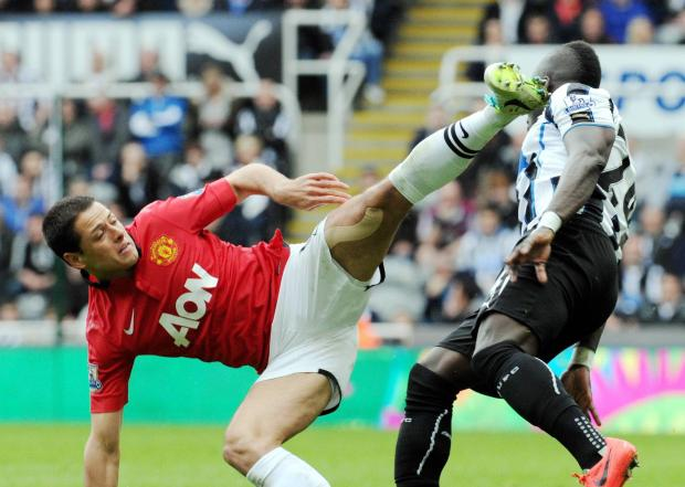 The Advertiser Series: HIGH FOOT: Cheick Tiote faces a high challenge from Javier Hernandez