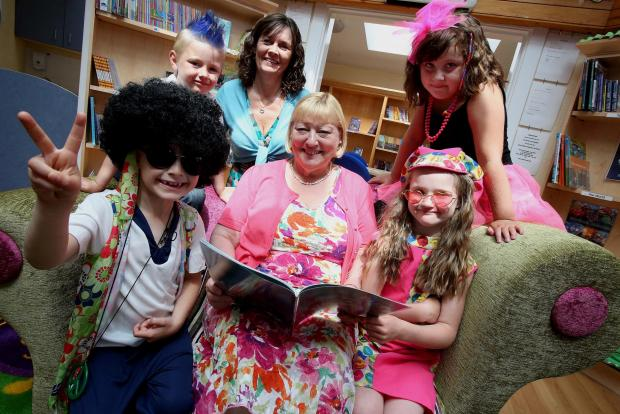 The Advertiser Series: NEW LIBRARY OPENING: Pat Glass MP (center) joins pupils Sophie Pharoah (7), Louise Chatt (7), Jude Innes (6) and Kaden Hall (6) and Headteacher Karen Holden following the opening of the new library at Delves Lane Primary School. Picture: DAVID WOOD (7368