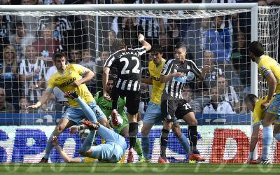 The Advertiser Series: CLOSE RANGE: Daryl Janmaat scores Newcastle first goal in their 3-3 draw with Crystal Palace