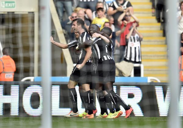 The Advertiser Series: LATE GOAL: Mike Williamson celebrates his 88th-minute strike in Newcastle's 3-3 draw with Crystal Palace